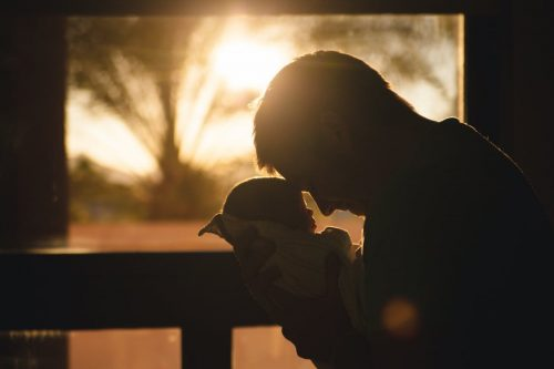 Kisgyerek apával - Keresztelés - Vigyázó angyalka lámpa