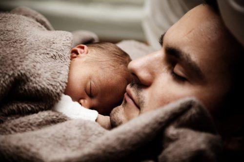 Csecsemő gyermek apával - Keresztelő - Vigyázó angyalka lámpa